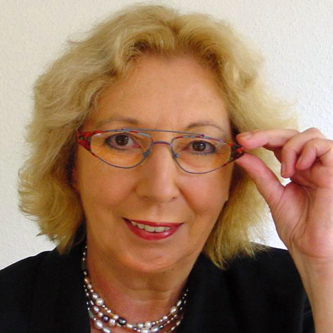 Dr. Christa Hartmann